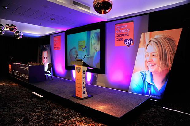 Пример дизайна сцены на конференции