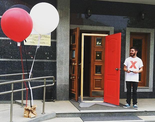 Никита Ковров, волонтер TEDxNovosibirsk, встречает гостей