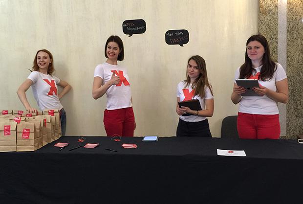 Волонтеры на регистрации TEDxNovosibirsk 2015